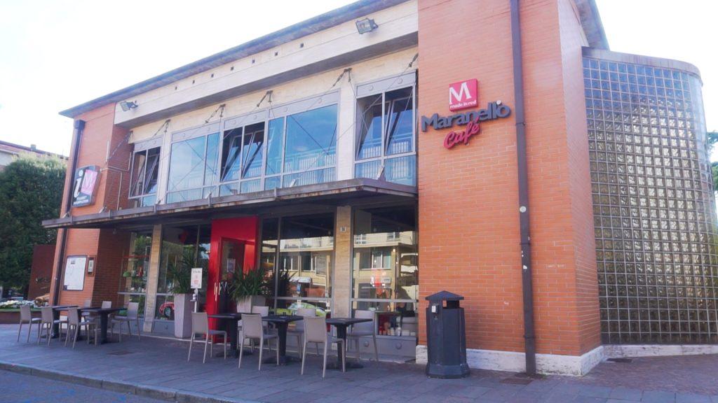 Centrale Bar in piazza a Maranello dove iniziare la giornata con profumate colazioni e dove finire la giornata con ricchi aperitivi